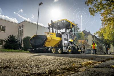 Kunderna har möjlighet att aktivera CareTrack-telematiksystemet i P6870D ABG. Med hjälp av CareTrack kan platschefer ligga steget före oplanerade stillestånd och säkerställa att asfaltläggaren används effektivt. Rapporter om maskinens plats, användning, produktivitet, bränsleförbrukning och hälsa är åtkomliga från distans, vilket gör det lättare att identifiera områden som kan förbättras för att optimera verksamheten.