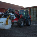 Smidigheten att kunna lyfta hela fem meter högt, men samtidigt kunna bära 3300kg last med svängd maskin passar perfekt för behoven hos Viby Beef