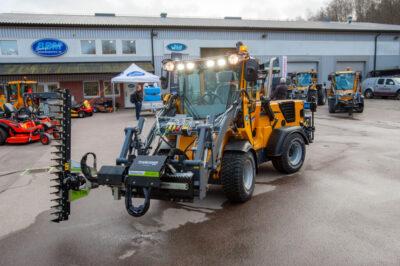 Willes nya modell Wille375, på bilden utrustad med häcklippare. (Foto: Mats Thorner)