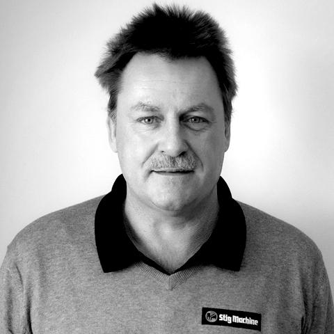 Thomas Grönlund startade sin anställning på Stig Machine AB hösten 2019. Thomas kommer att arbeta med support till säljarna på olika sätt. Demo, inbytesbesiktningar, färdigställande inför leverans samt teknisk support blir hans huvudsakliga arbetsuppgifter. Thomas arbetade tidigare på EMSG som jourtekniker i fält, och är ett välkommet och viktigt tillskott till Stig Machine AB.